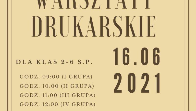 inforamcja z datą i logo biblioteki na stylizowanym na stary papierze